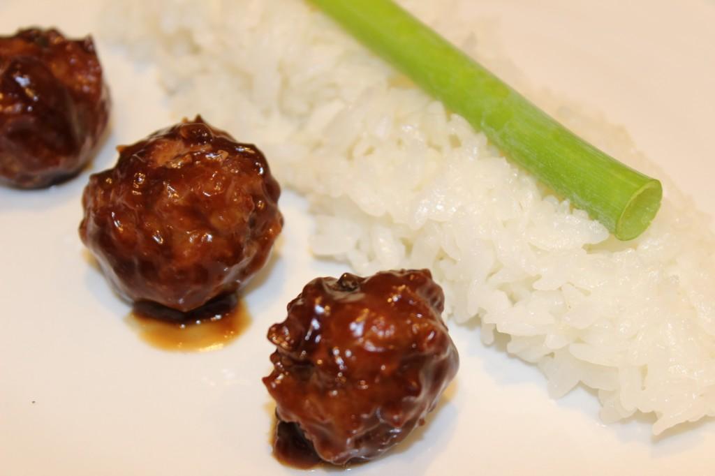Niku-Dango No Amakara-Ni (Boulettes japonaises de porc à la sauce soja sucrée)