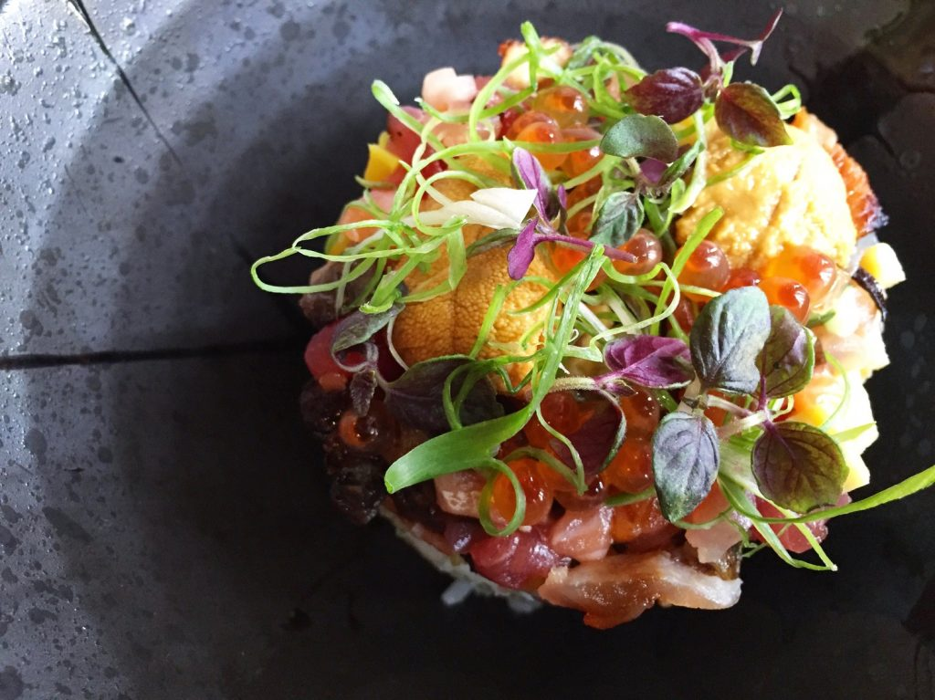 Composition florale de sushi-sashimi @ Hamasaku Los Angeles
