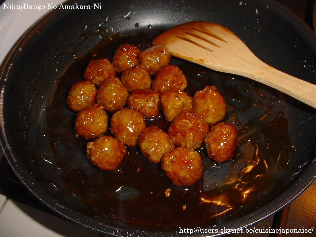 PS Ces boulettes peuvent être servies en plat principal avec un bol de riz et un plat de légumes. Au Japon, ces bouchées sont omniprésentes.