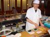 Le maître sushi à l'oeuvre