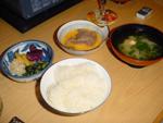 Boeuf sukiyaki - accompagnements: soupe au miso, daikon & pickles, oeuf battu et riz