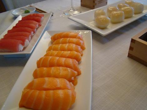 Nigiri Sushi thon, saumon et noix de Saint-Jacques fraîches