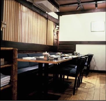 Petit salon au premier étage du restaurant japonais Samourai de Bruxelles