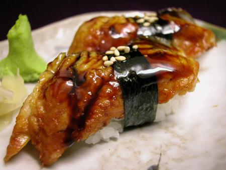 Unagi Nigiri - Sushi à l'anguille grillée caramélisée ... tiède, un délice.