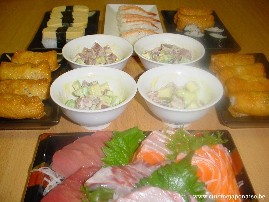 Festin japonais avec de l'avocad maguro